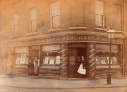 Egans Drinks - Old Bar Signage with tea wine and spirit merchant