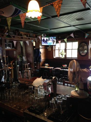 Inside-Egans-Bar4