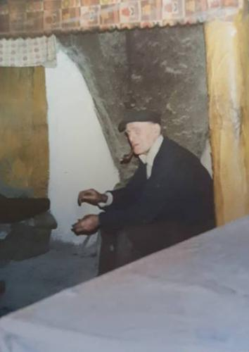 Egans neighbour Jimmy Whelan RIP smoking his pipe at his old open hearth fireside